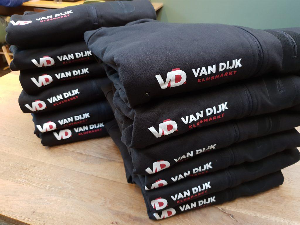 Bedrijfskleding-logo-Dijk-KLusmarkt-huisstijl